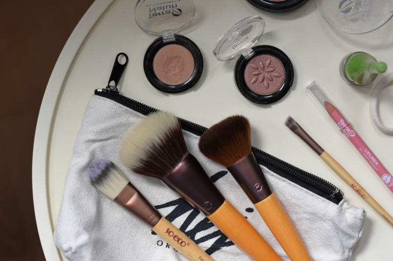 Naturkosmetik whats in my MakeUp Bag, Naturkosmetik whats in my bag, Naturkosmetik Bag, Alverde Neuheiten 2019 Naturkosmetik, Whats in my MakeUpBag Naturkosmetik, Whats in my Bag Naturkosmetik